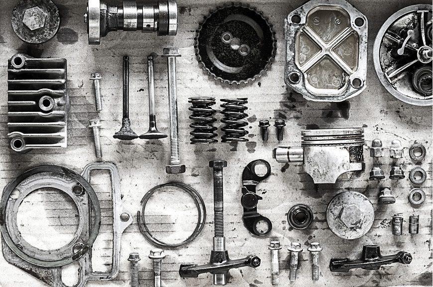 Wybór części do motocykli – oryginalne czy zamienniki?