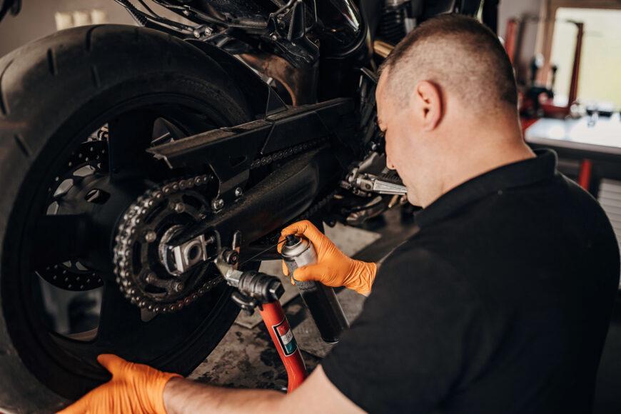 Czym należy czyścić łańcuch motocyklowy?